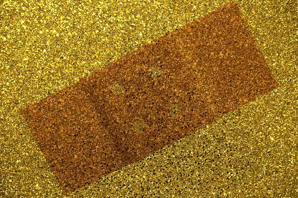 Pflaster mit Goldfaden